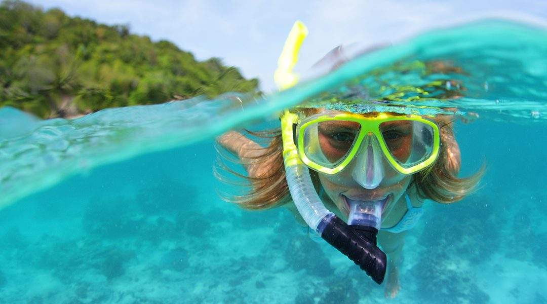 O que acontece se fizer surf utilizando lentes de contacto?